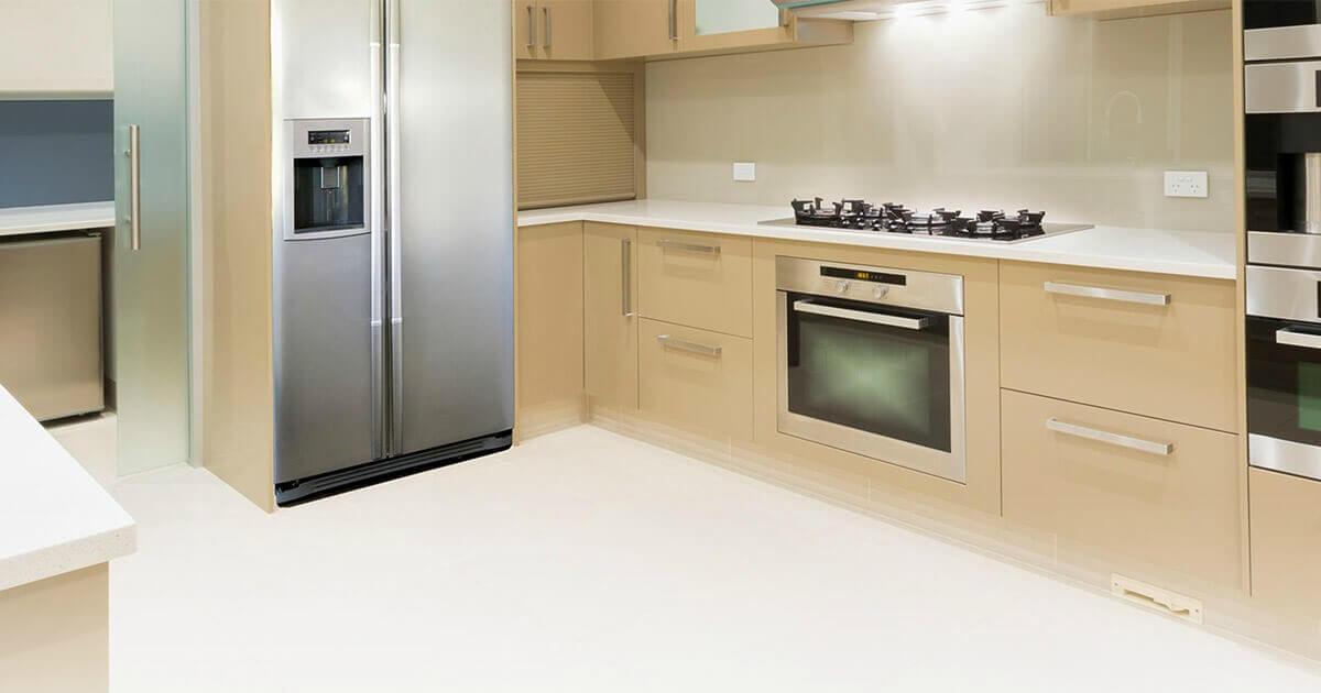 konyhai szoba hűtőszekrény víz csatlakoztatva